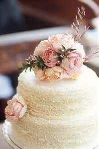 Pretend Marriage By Toda Megumi toda a alegria das flores no bolo de casamento internovias