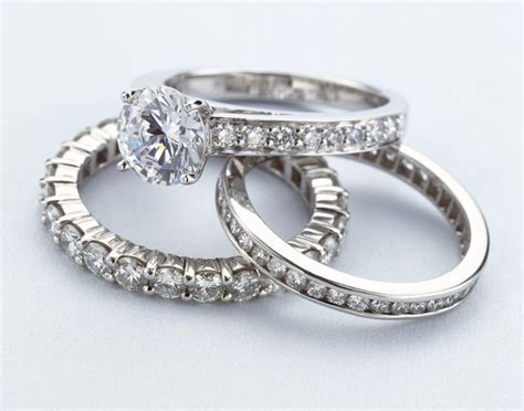 What is a Pave Setting in the Jewelry World?