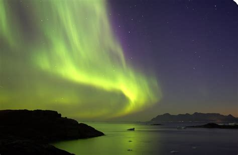 when are the northern lights visiting the capital of iceland reykjavik where to go