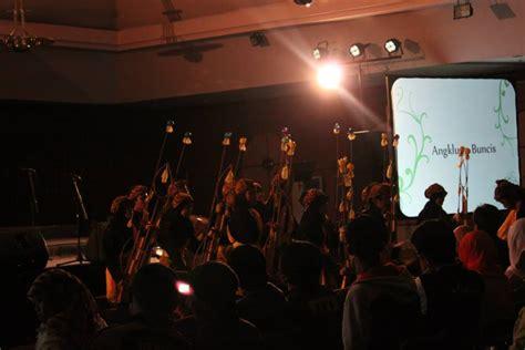 kpa itb hadirkan kesenian angklung buncis  pusat kota