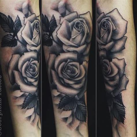 tattoo old sombreada rosas homem feito