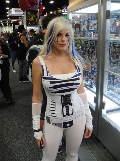 sw boats with big fans san diego comic con 2011 r2 d2 has never looked hotter