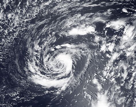 what is a hurricane l tropical cyclone definition characteristics