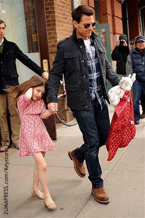 tom cruise and suri 2016 tom cruise hasn t seen daughter suri in over two years