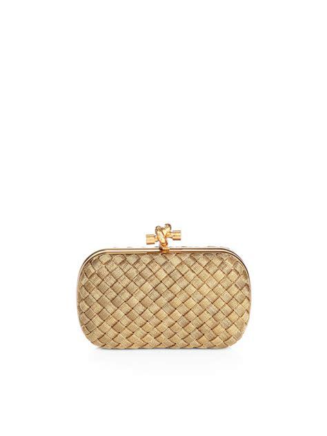 Tas Bottega Veneta Satin Clutch Gold bottega veneta intrecciato brass knot clutch in metallic lyst