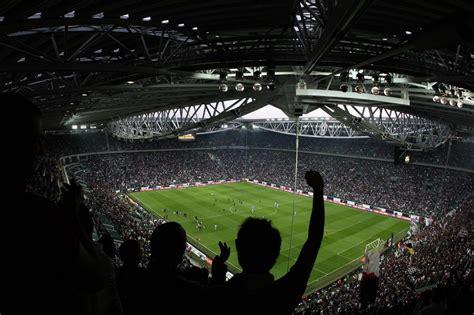 ingresso d juventus stadium tifosi napoli devastano il settore ospiti dello