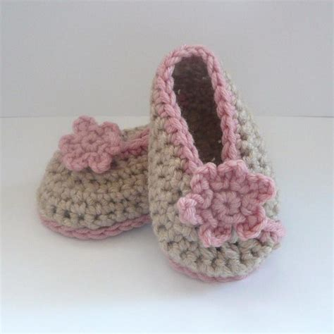 crochet patterns for baby booties crochet on pinterest crochet baby booties baby booties