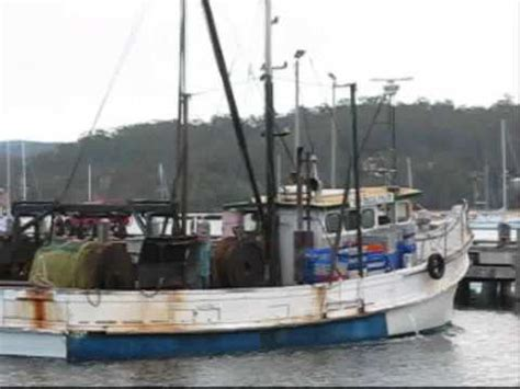 fishing at boat harbour nsw fishing boat eden harbour nsw youtube