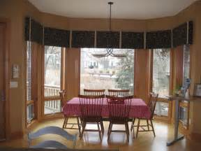 Dining Room Bay Window by Dining Room Bay Window Treatments Traditional Dining