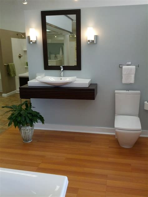 legno per bagno idee bagno moderno con inserti in legno e pietra