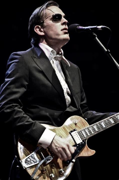 Joe Bonamassa Guitar Giveaway - joe bonamassa live from the royal albert hall dvd review giveaway the blues