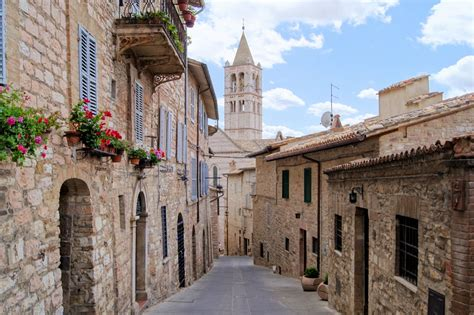 in italia umbria classic cycling from assisi self guided