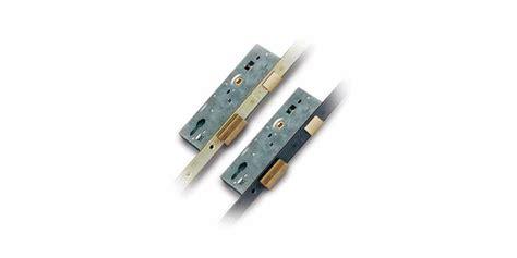 serrature per porte in legno infilare multipunto 530 serrature per porte in legno