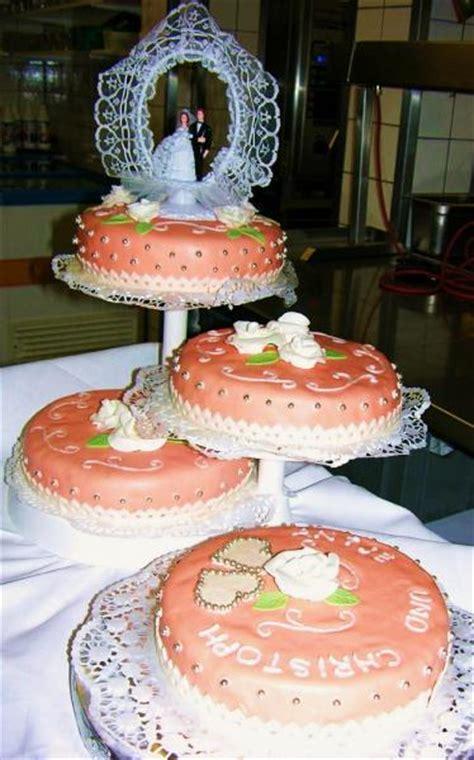 Hochzeitstorte Apricot by Hochzeitstorte 4 St 246 Ckig In Apricot Motivtorten Fotos
