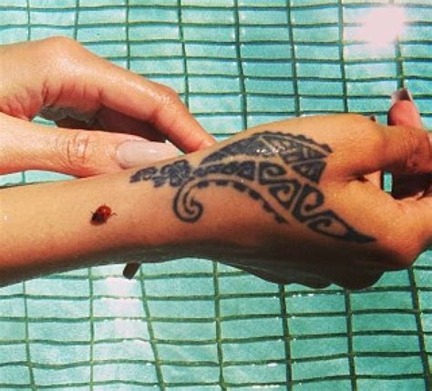 tribal hand tattoos for girls best 20 rihanna ideas on henna