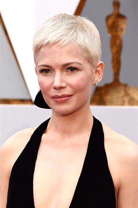 oscars   michelle williams louis vuitton wasnt  disaster tom lorenzo