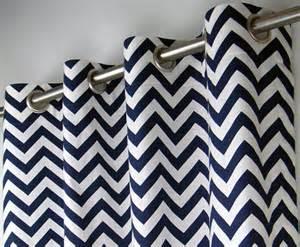 chevron blanc bleu marine zig zag g 233 om 233 trique rideaux 蜩illet