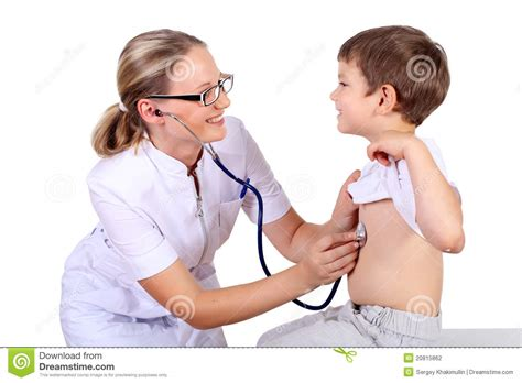 que hace un nefrlogo en mdicos de el salvador doctor que hace el examen m 233 dico a un ni 241 o fotograf 237 a de