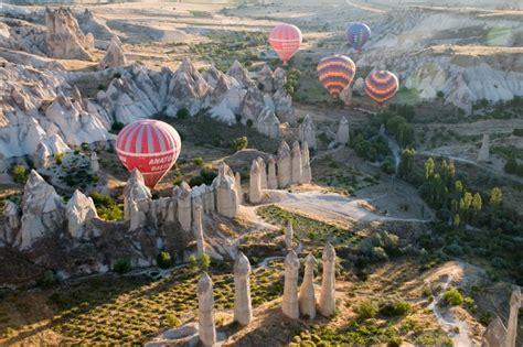 camini delle fate vacanze estive in turchia la cappadocia in mongolfiera