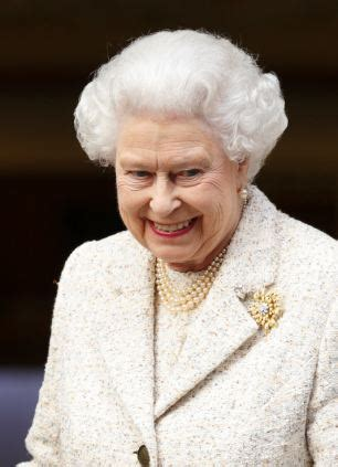queen elizabeths hairstyle the queen s stylist says older women make a big mistake by