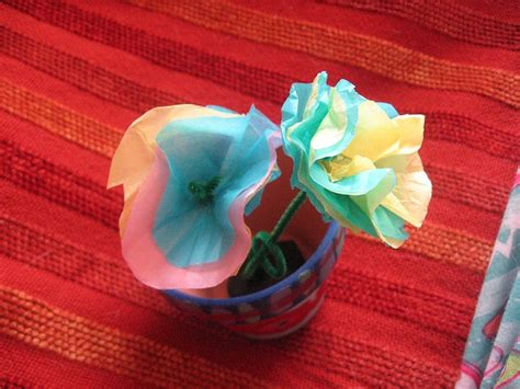 Flowers With Tissue Paper And Pipe Cleaner - pin by fingerprint on crafts and activities for