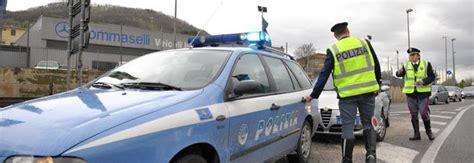 polizia stradale napoli ufficio verbali pregiudicato si intesta 268 auto per coprire altri