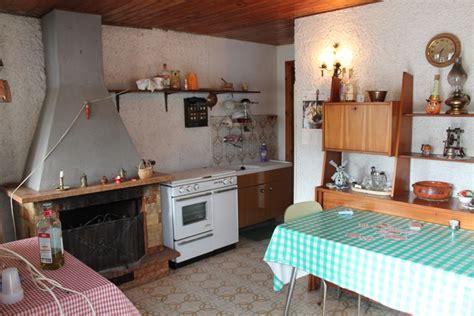 soggiorno e angolo cottura vendesi casa indipendente di civile abitazione con terreno