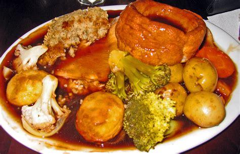 file traditional sunday dinner england jpg wikimedia commons