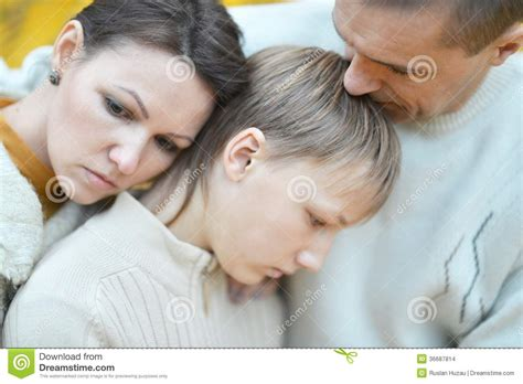 imagenes de triste familia familia triste de tres en la naturaleza imagenes de
