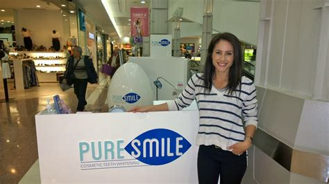 laura whitnal visits  store puresmile sydney