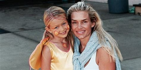 yolanda pictures of her modelling days proof gigi hadid got her modelling chops from her mom