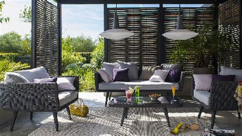Salons De Jardin Pas Chers #1: salon-de-jardin-castorama-sur-terrasse-en-bois.jpg