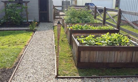 hometalk  pallets   raised garden beds