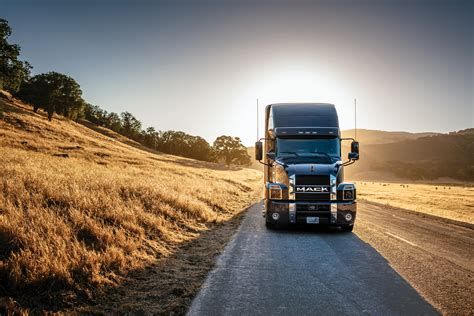 mack brings anthem  mexican market truck news