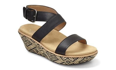 comfort shoes vancouver mom style it s sandal weather vancouver mom