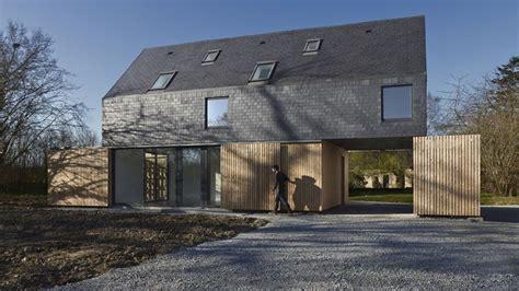Un audacieux toit en ardoise pour une maison bretonne