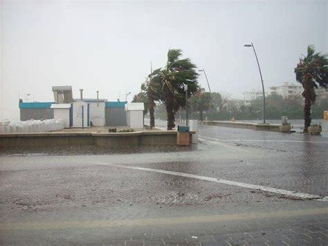 previsioni porto recanati torna il maltempo attenzione alla pioggia rischio di