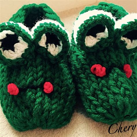 loom knitting slippers frog loom knit child s slippers loom knit pom pom