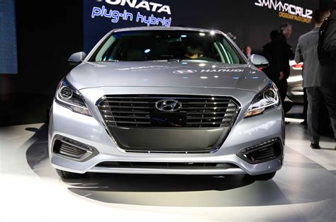 2013 Hyundai Sonata Hybrid Review by 2013 Hyundai Sonata Hybrid Test Review Car And Driver