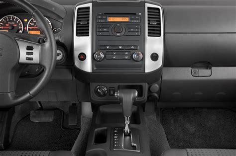 how cars run 2010 suzuki equator instrument cluster suzuki equator review and rating motor trend
