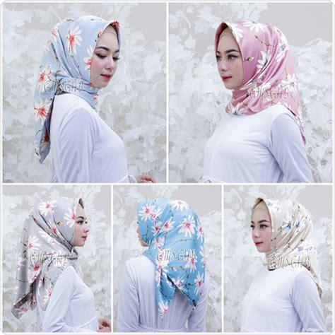 Jilbab Segi Empat Motif Bunga Kecil jilbab segi empat royal silk bunga terbaru 2018 bundaku net
