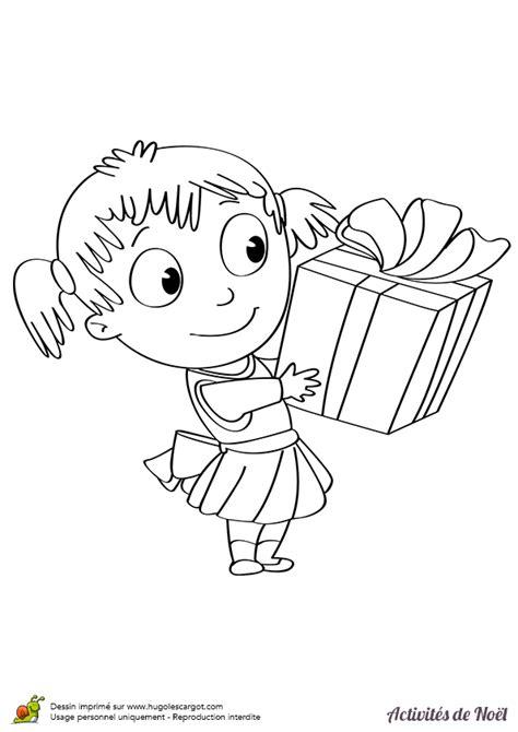 Coloriage Cadeau de Petite Fille