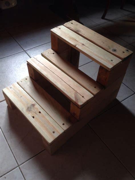canapé avec des palettes escabeau en bois de palette diy