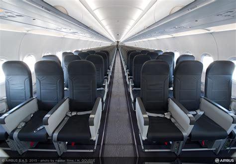 vueling recibe primer a320 con 186 asientos enelaire