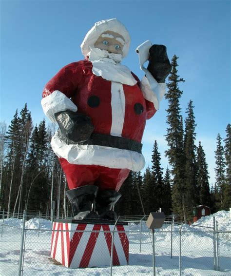 quirky attraction world s largest santa claus statue santa claustrophobia the world s creepiest santa statues