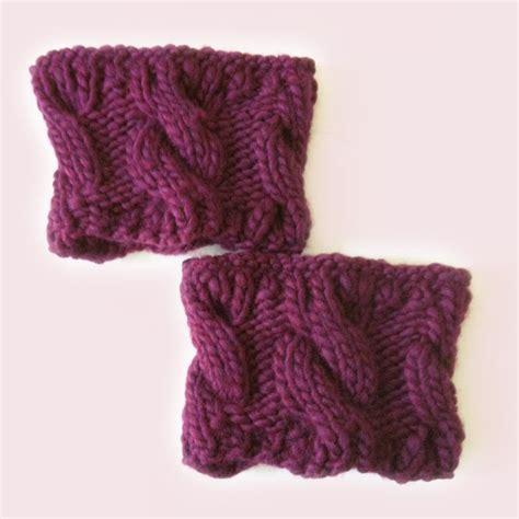 finger knit boot cuffs knitted boot cuffs diy crafts