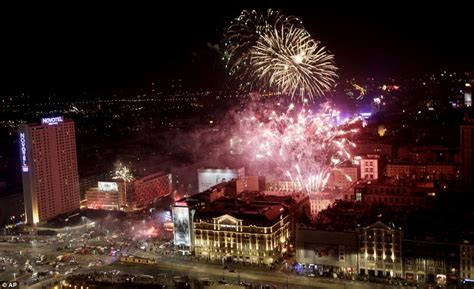 new year celebrations 2013 happy new year spectacular pictures show countries across