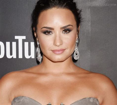 demi lovato sober twitter demi lovato fired sober coach after intervention before