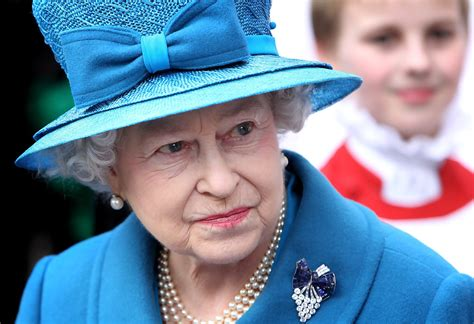 queen elizabeth ii glistens in diamonds and sapphires for royal jewels of the world message board re more queen