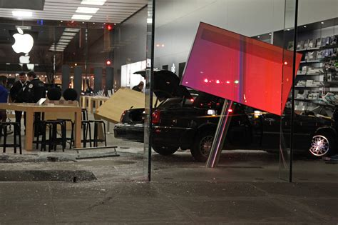 stores in lincoln park car drives into apple store in lincoln park 1 hurt